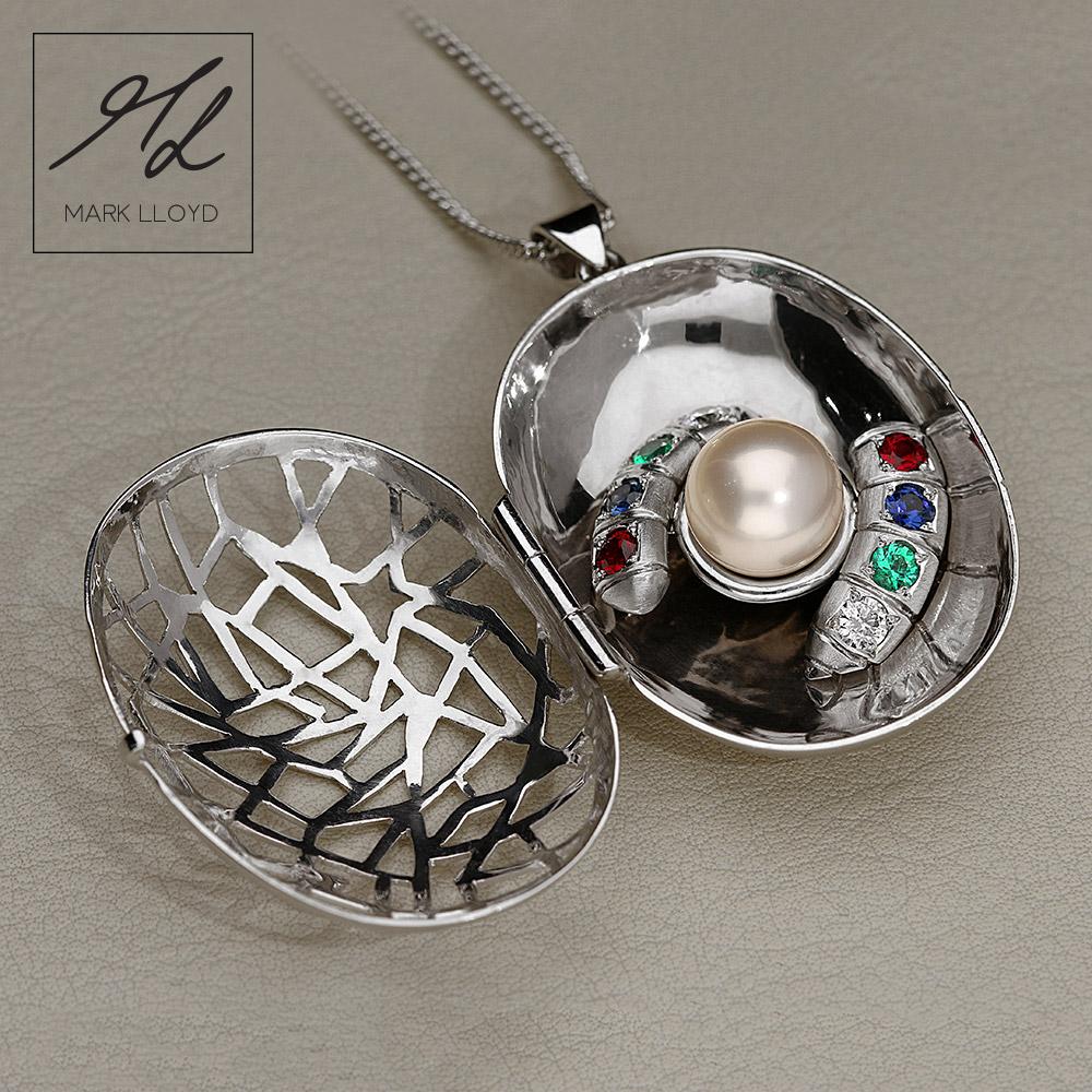 Cocoon-pendant
