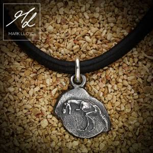 Dune_Dinosaur_Charm_Leather