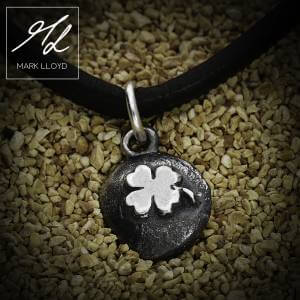 Dune_Clover_Charm_Leather