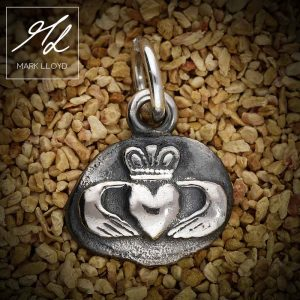 Dune-Silver-Claddagh-Pendant