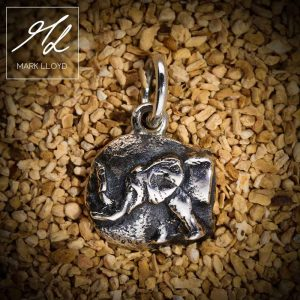 Dune-Silver-Elephant-Pendant
