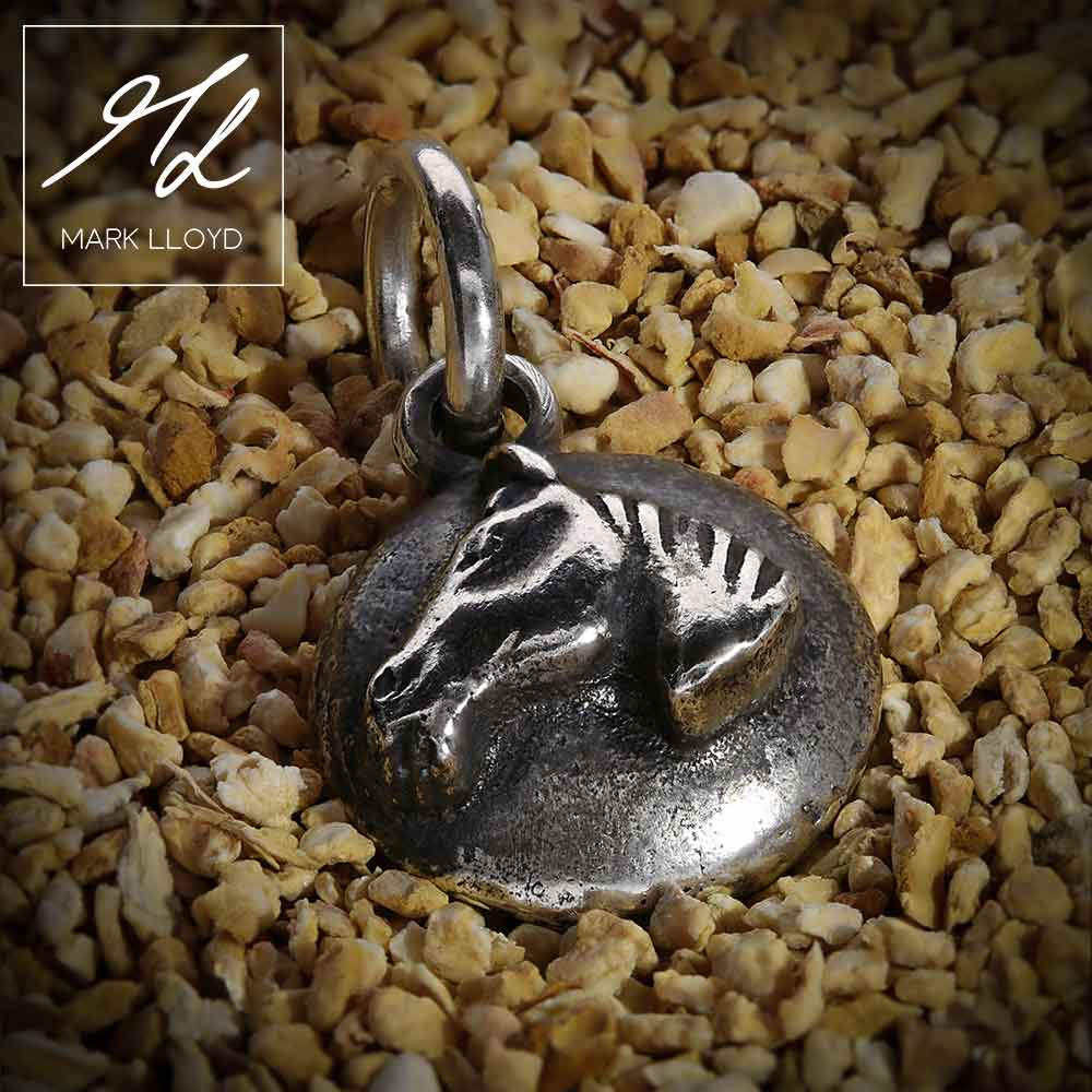 Dune-Silver-Horse-Pendant-2
