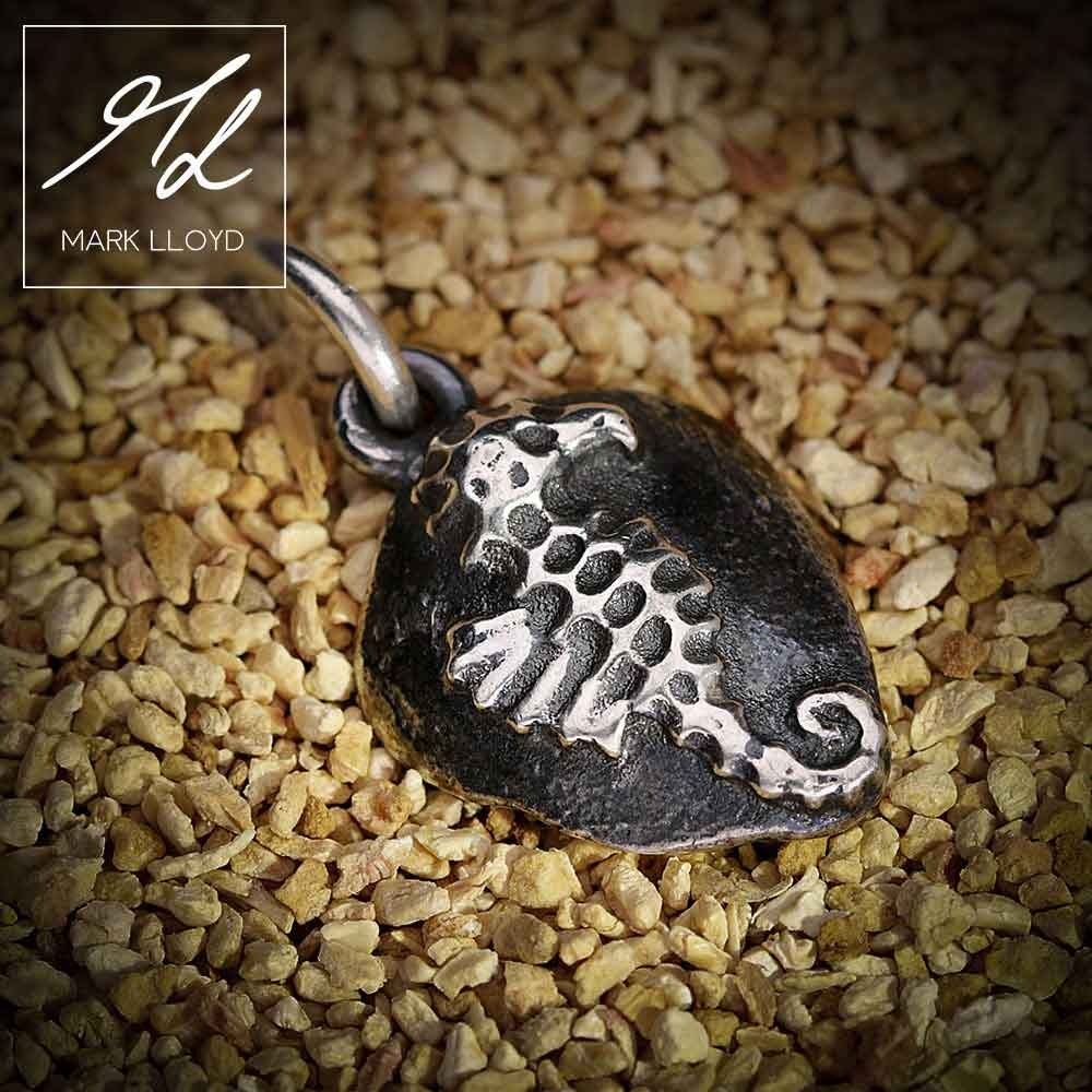 Dune-Silver-Seahorse-Pendant