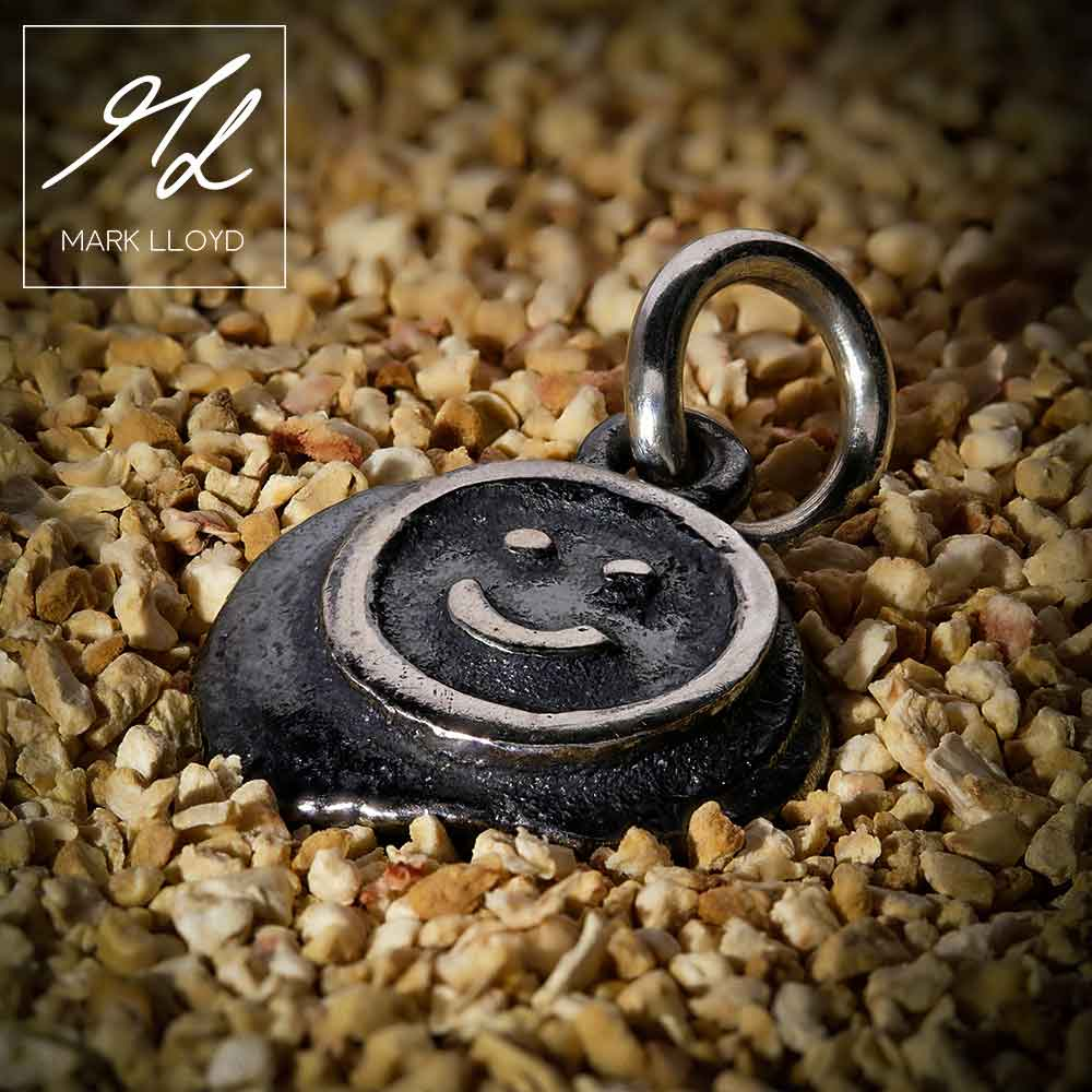 Dune-Silver-Smiley-Pendant